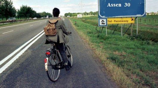 Fietser rijdt over vluchtstrook A28 tussen Groningen en Assen