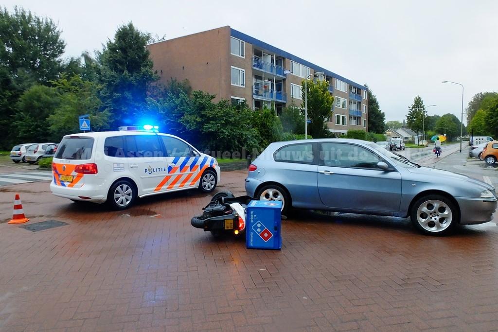 Pizzabezorger gewond bij verkeersongeval in Assen