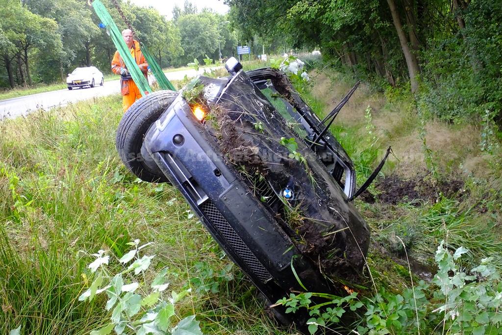 Automobilist krijgt een ongeval na achtervolging door de politie
