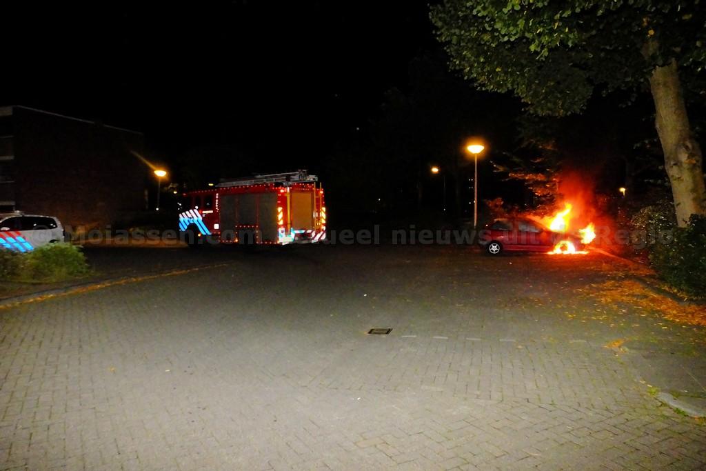 Autobrand aan de Nobellaan in Assen