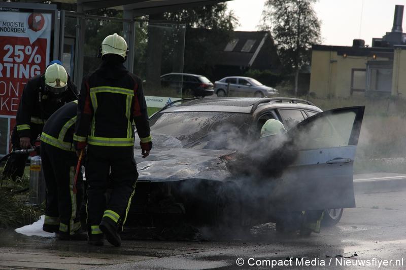 BMW in vlammen op te Ubbena