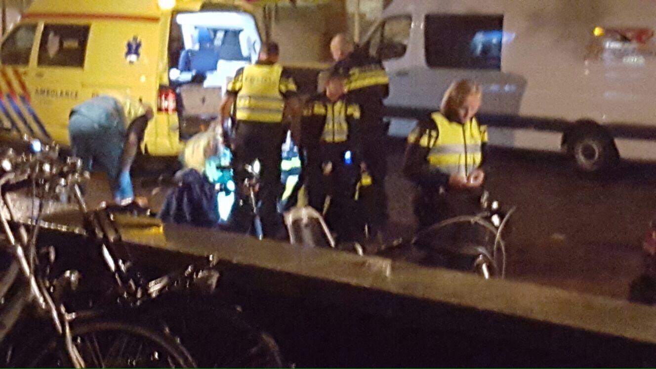 Politieagent aangereden door scooterrijder