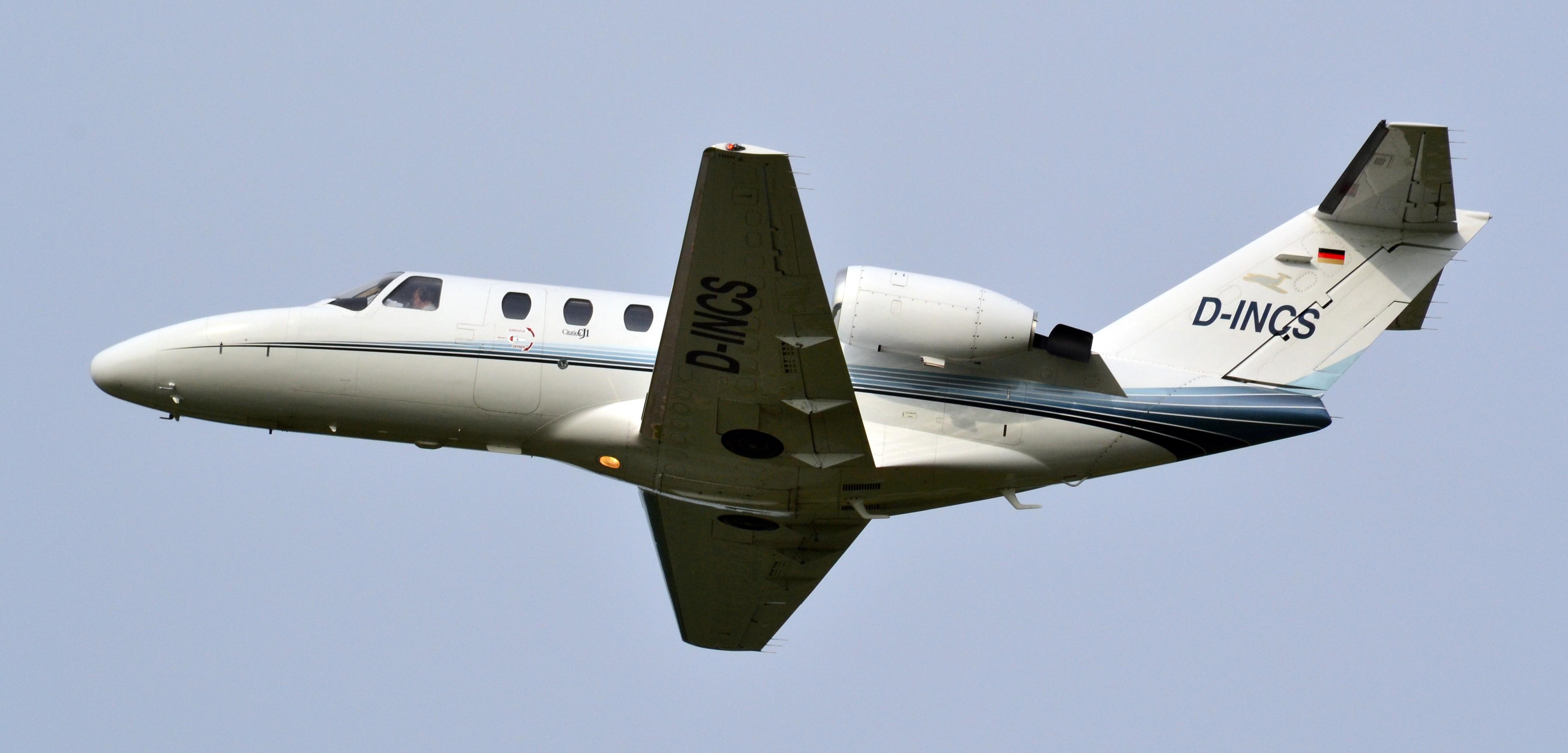 Vliegtuig en maakt uit voorzorgslanding op Eelde airport