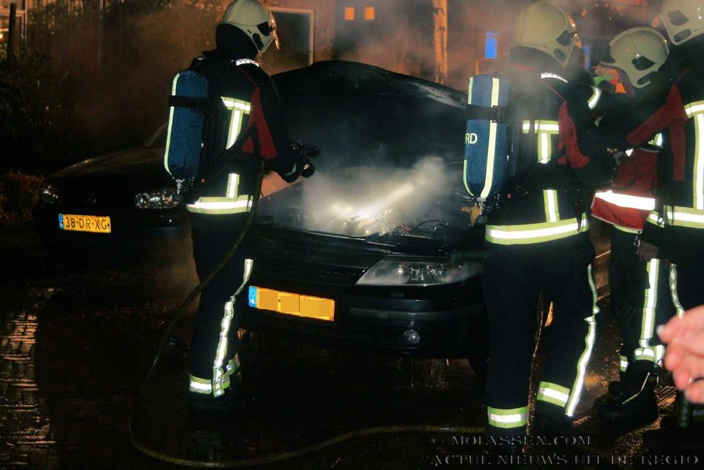 Autobrand aan de Delft in Assen