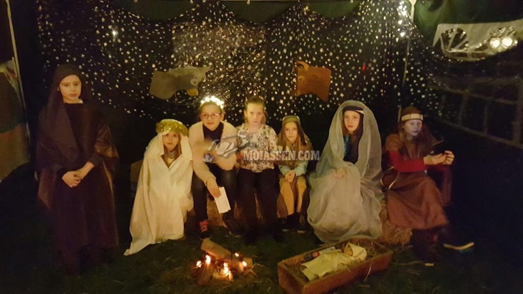 Basisschool Het Kompas maakt een indrukwekkende kerstwandeling door Assen