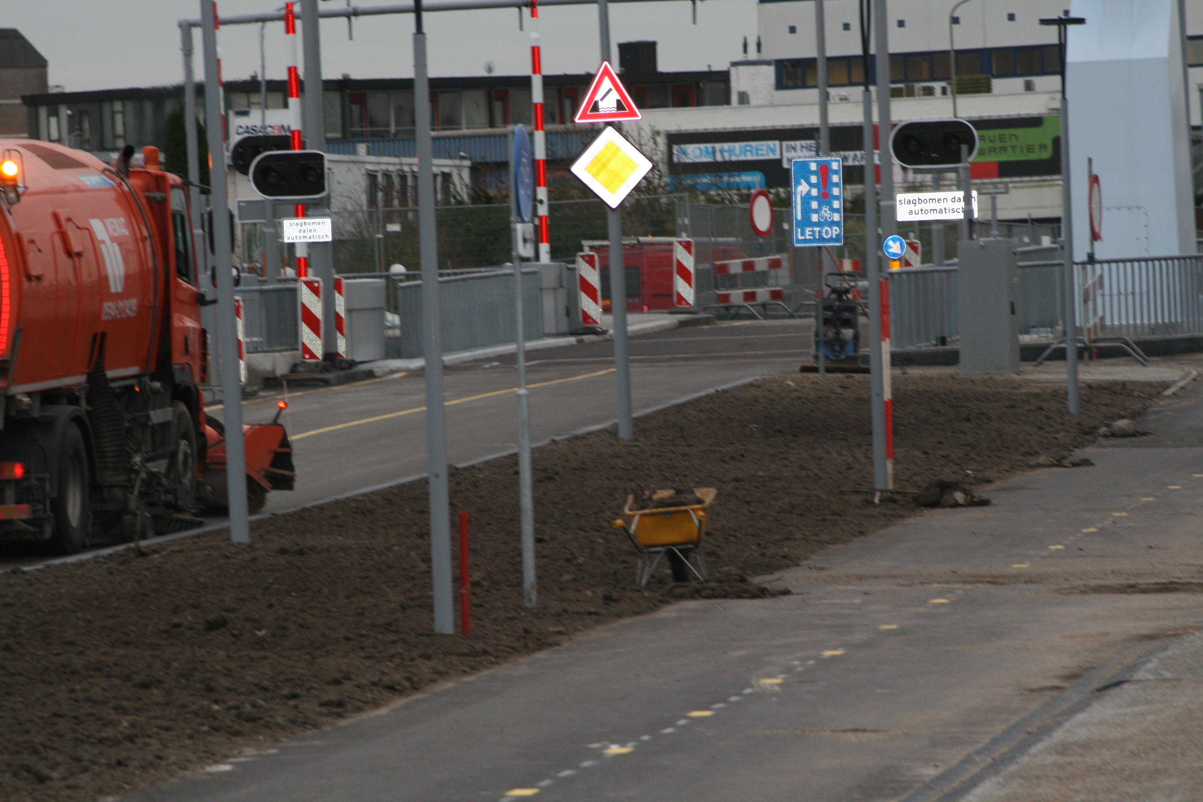 blauwe klap industrieweg vrijdag open voor verkeer.