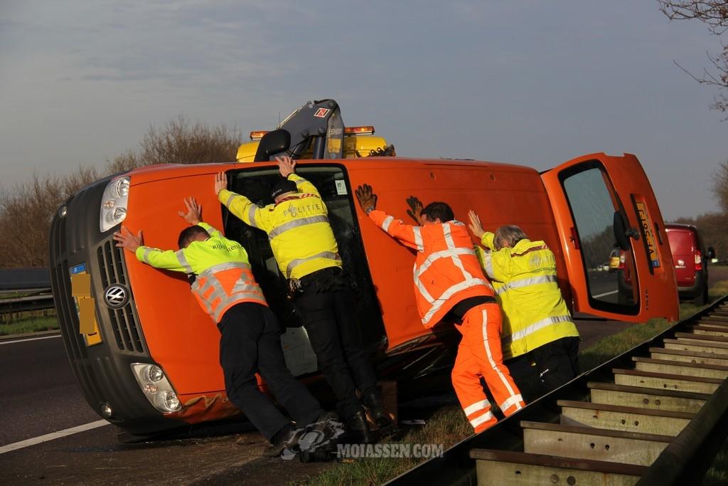 Gewonde bij eenzijdig verkeersongeval op A28