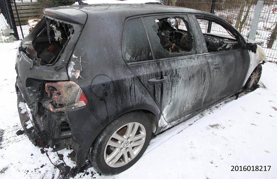 Auto in Rolde volledig uitgebrand,vermoedt brandstichting