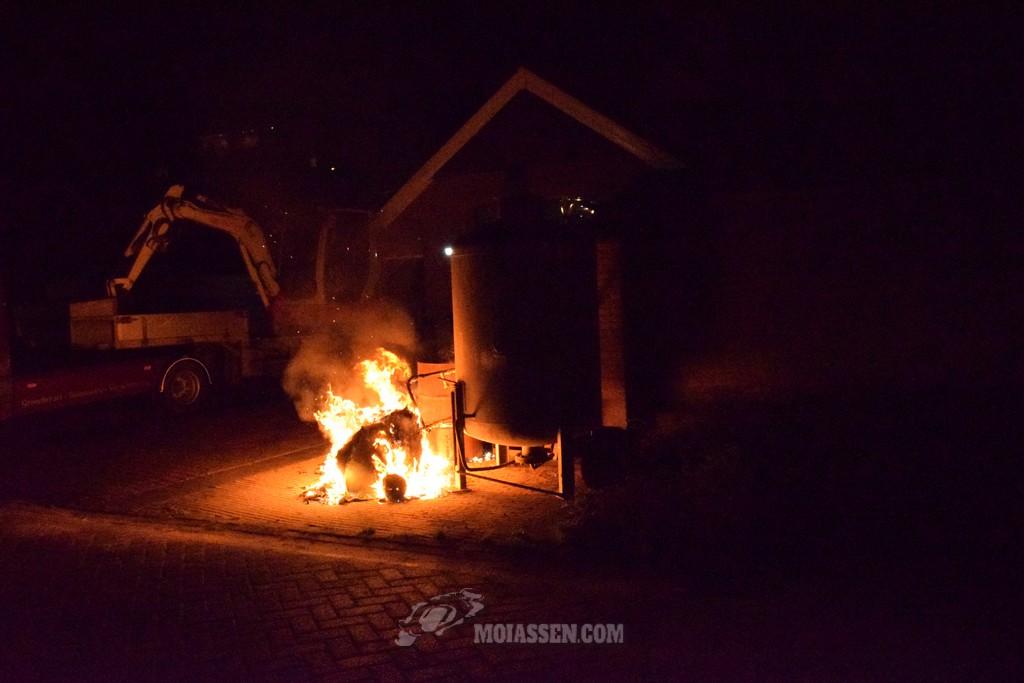 Brandweer Assen rukt uit voor container brandje