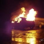 (Update) Video: Auto volledig uitgebrand aan de Winklerprins straat in Assen