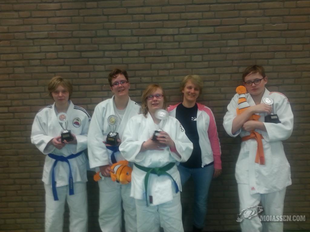 Greetje werd eerste en Famke ,Silke tweede en Alexsandra op de derde plaats in het Twinkel judotoernooi in Gilze