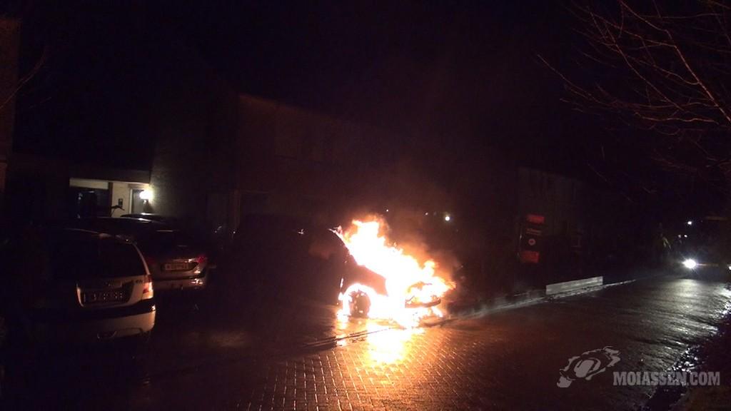 Wederom een autobrand in Assen (Video)