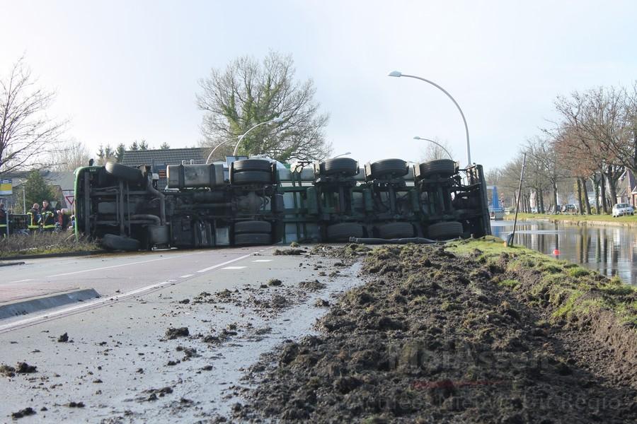 Tankwagen met gier kantelt in Bovensmilde (update Foto's &Video )