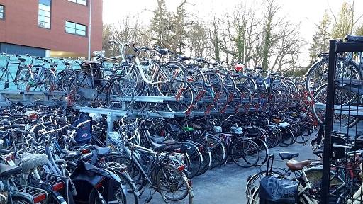 Assen en NS zetten fietsers twee jaar in de kou