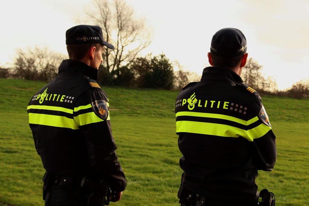 Politie-uniformen in trek bij criminelen voor plegen misdrijven.