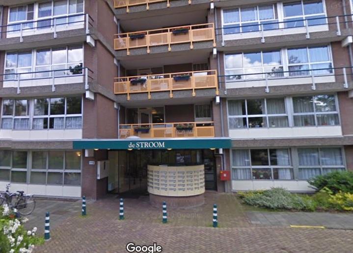 76-jarige bewoner Stroomflat valt vanaf zesde etage naar beneden