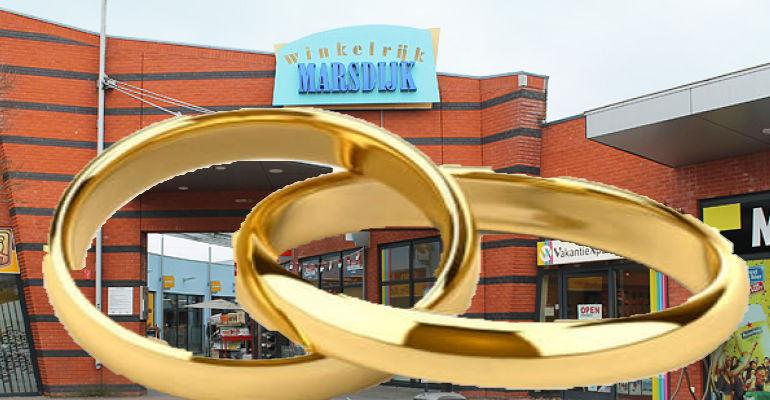 Help bedroefde man de trouwring van overleden vrouw te vinden in Marsdijk
