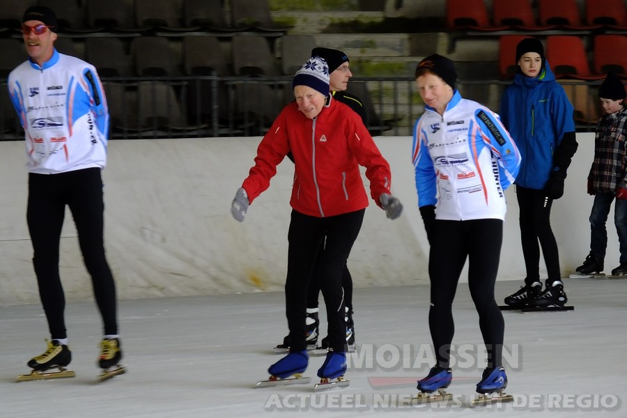 Kunstijsbaan in Assen opent voor het laatst de deuren(VIDEO)
