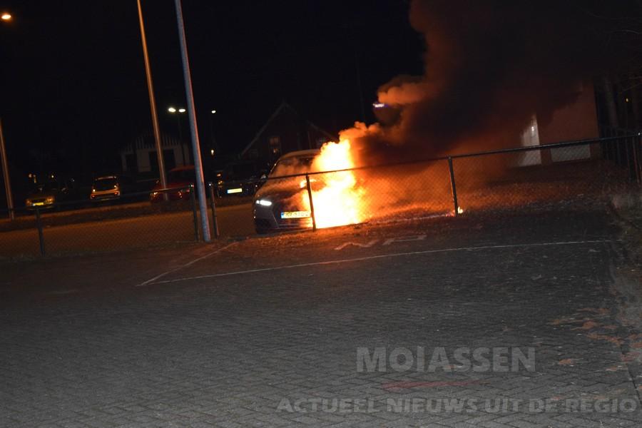 Gloednieuwe Audi A4 door brand verwoest uit in Assen (Update Foto's / Video)