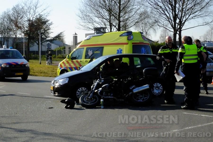 Ongeval tussen motor en auto aan de Stelmakerstraat in Assen(Update Video)