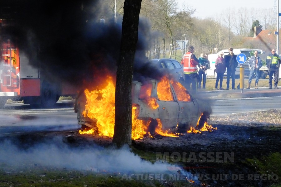 Autobrand aan de Ter Aardseweg in Assen (Video)