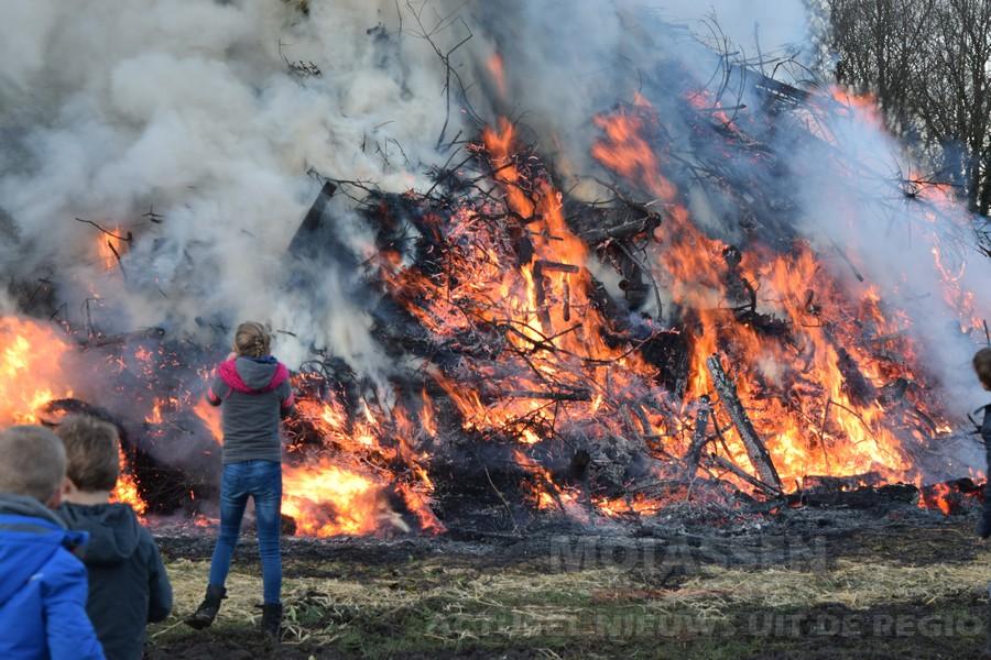paasvuren weer aangestoken in Drenthe