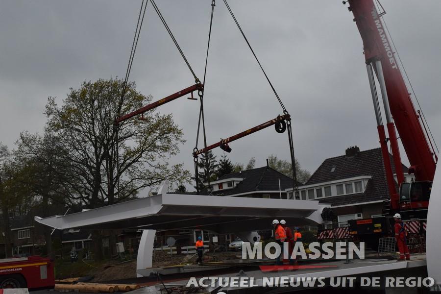 Tweede gedeelte van de Weiersbrug is geplaatst (VIDEO)