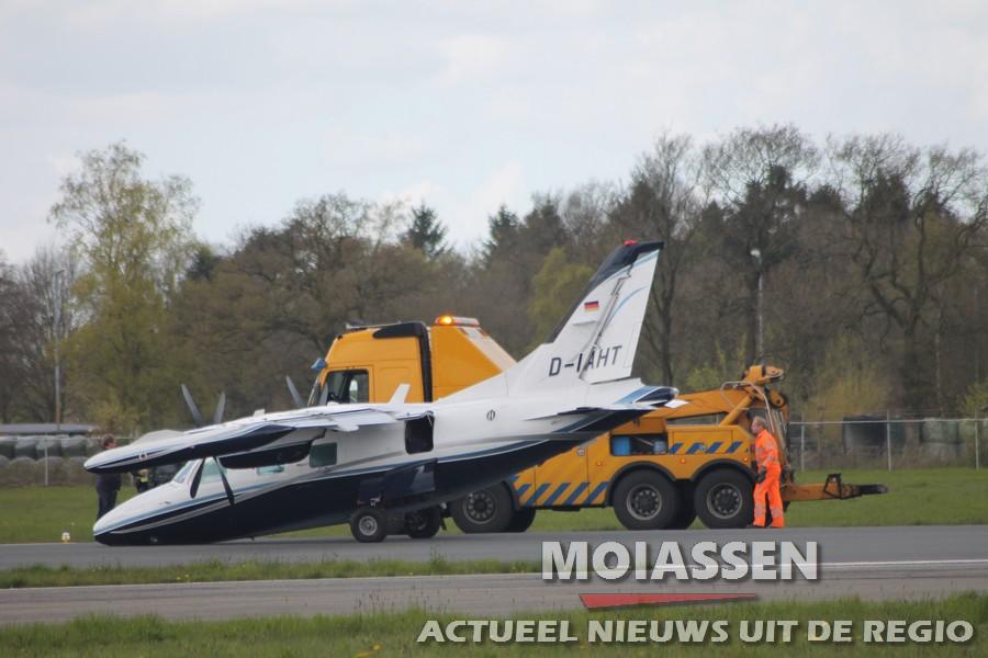 Vliegtuig maakt neuslanding op Groningen Airport Eelde