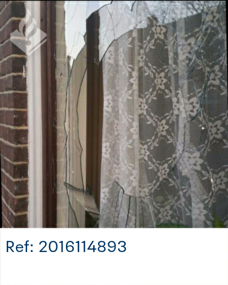 Ruit ingegooid van woning aan Oosterhoutstraat Assen