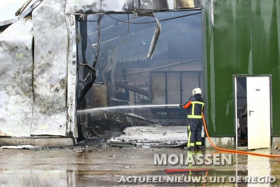 Drooghal gaat verloren door brand in Witteveen (VIDEO)