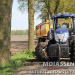 Tractor ramt boom na uitwijkactie voor automobilist