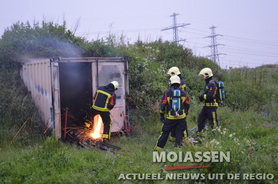 container brandt uit in Assen
