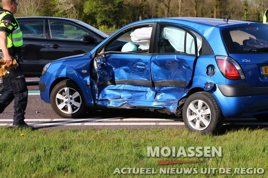 vijf ambu`s bij ongeval N34