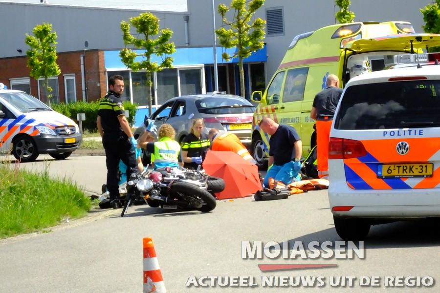 Motorrijder ernstig gewond op de kruising Koperslagerstraat / Pottenbakkerstraat in Assen