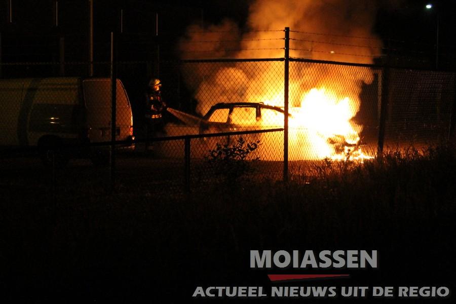Auto brandt volledig uit in Assen