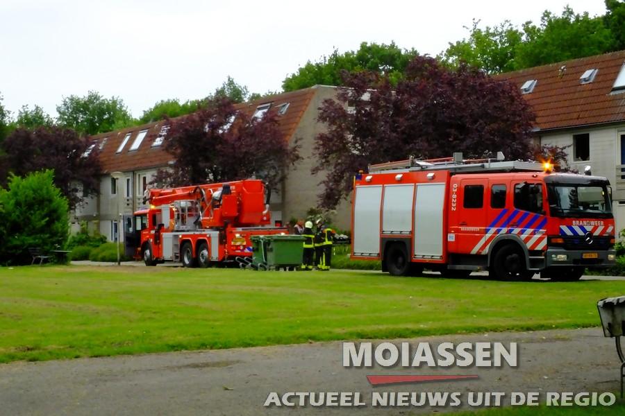 Brandweer en Mobiel Medisch Team assisteren bij medisch noodgeval in Assen