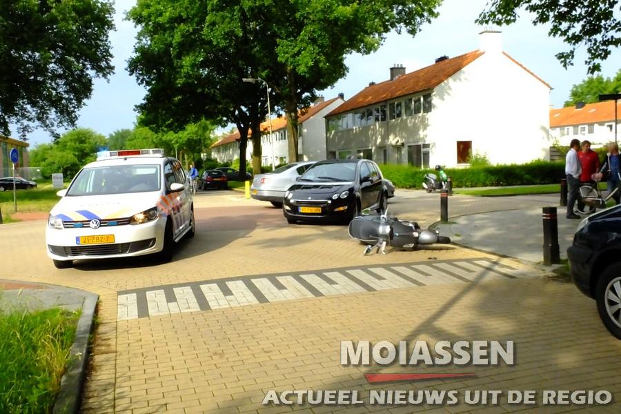 Ongeval tussen een scooter en  auto op kruising Mr. Groen van Prinstererlaan / Zuidenveld in Assen
