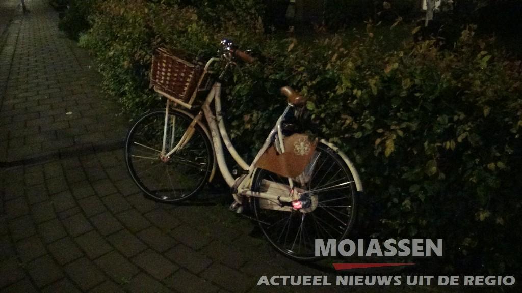 Fietser gewond na aanrijding met auto op de Zwartwatersweg