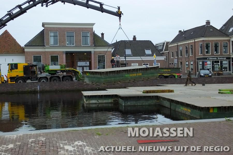 Begonnen met de TT-pontonpodium aan de kop van de Vaart in Assen