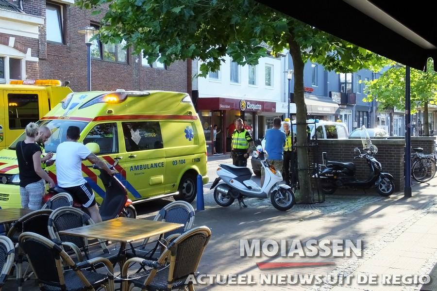 Kind door scooter aangereden op de Rolderstraat in centrum van Assen