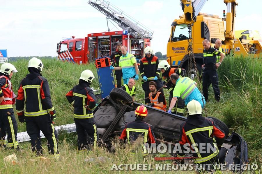 Ongeluk op N34: vrouw ruim een uur bekneld in voertuig