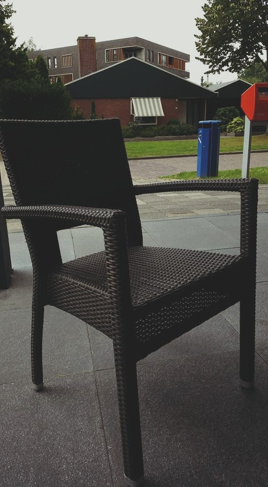 Vier terras stoelen gestolen bij Anytyme Vredeveld in Assen