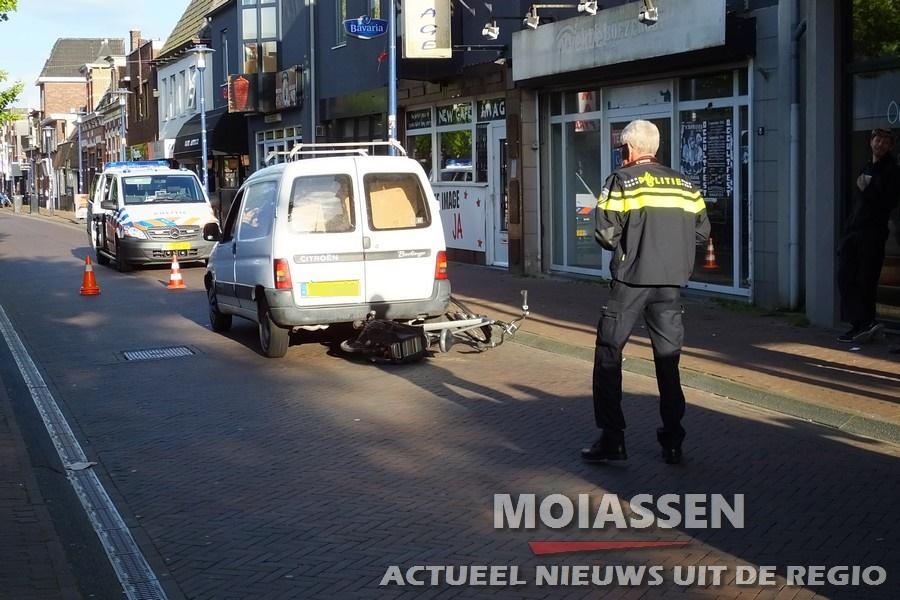 Fietser botst met auto op Rolderstraat Assen