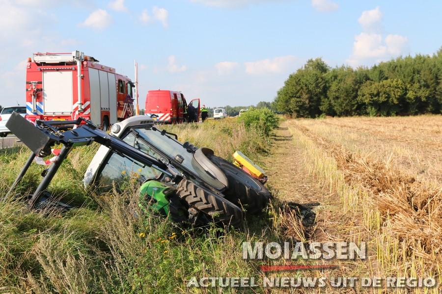 Boer komt met tractor in de sloot langs N34 bij Borger