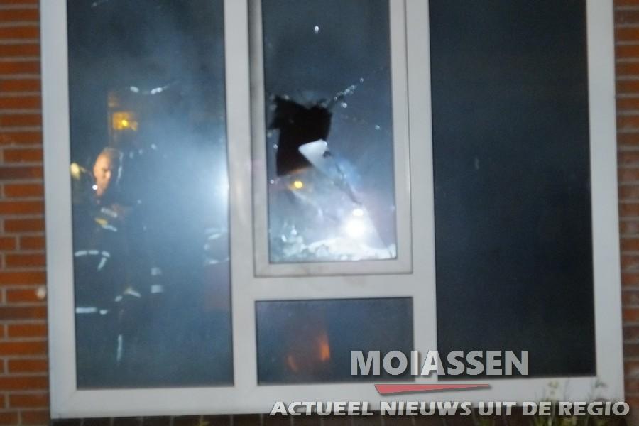 Zes woningen ontruimd naar brandbom in Assen -Oost