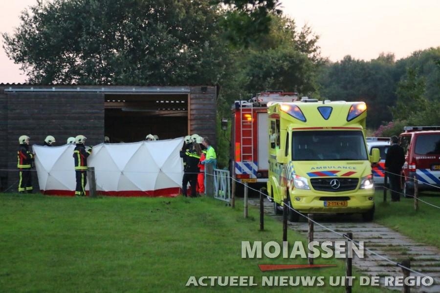 Man gewond aangetroffen in schuur onder kloofmachine in Westerbork