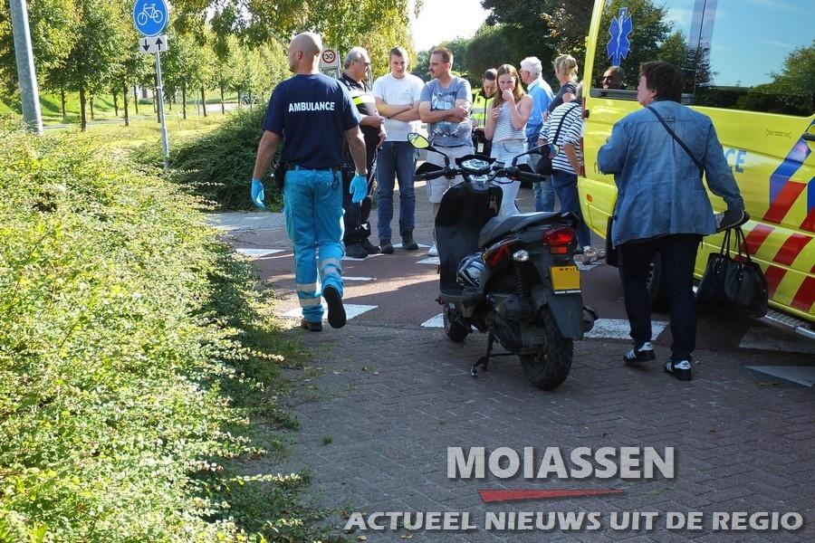 Scooterrijder naar Wilhelmina ziekenhuis na aanrijding in
