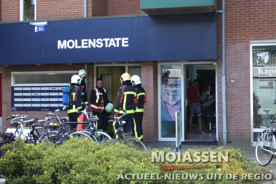 Brandweer Assen verricht nacontrole na brand in keuken