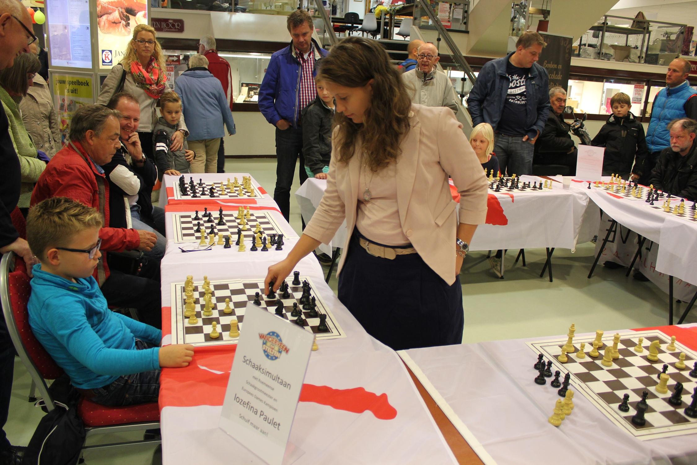 Schaaksimultaan tegen schaakgrootmeester Iozefina Paulet