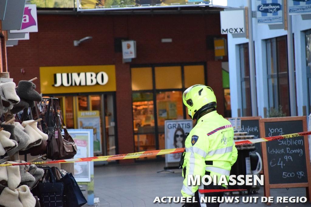 Bommelding bij supermarkt Jumbo aan de Kleuvenstee in Assen